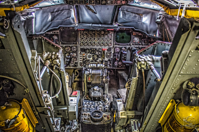 B-52-Flight-Deck.jpg
